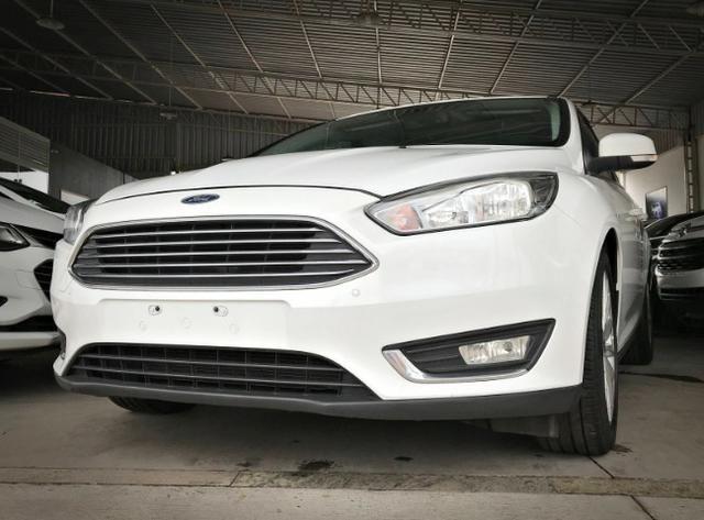 Ford Focus Titanium Fastback C/ Teto Solar 2.0. Branco 2016/2017 - Foto 2