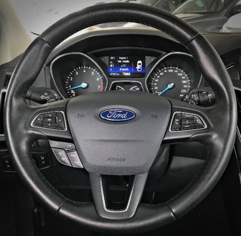 Ford Focus Titanium Fastback C/ Teto Solar 2.0. Branco 2016/2017 - Foto 8
