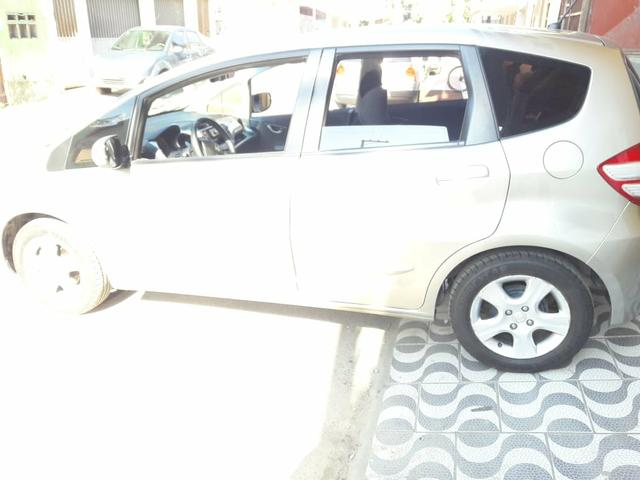 Vendo carro( financiado) honda fit 2011