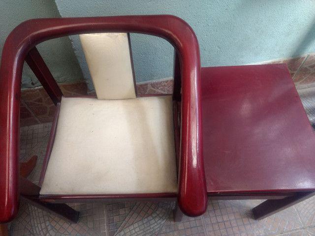 Cadeira com mesinha de telefone