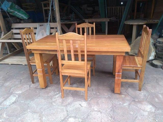 Jogo de mesa com cadeiras - Foto 2