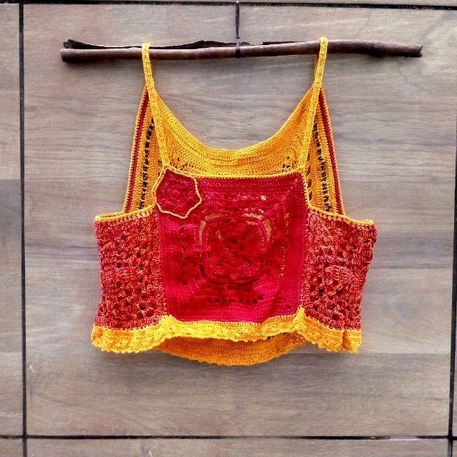 Blusa Cropped de crochê com aplicação de missangas NOVO  - Foto 2