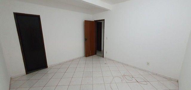 Casa térrea com 2/4, sendo uma suíte em Itapuã, próximo à Av. Dorival Caymmi. - Foto 9