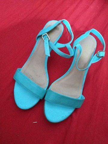 Vendo sandálias e sapatos 37 de 5 a 15 reais  - Foto 6