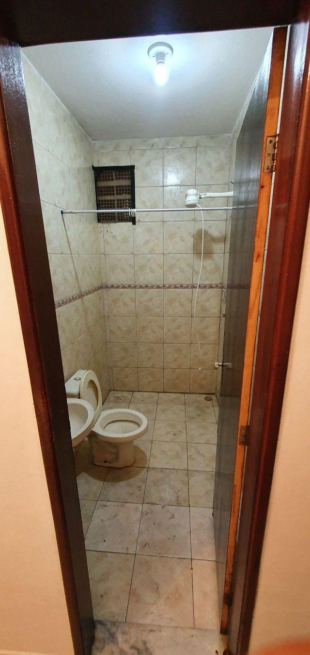Casa térrea com 2/4, sendo uma suíte em Itapuã, próximo à Av. Dorival Caymmi. - Foto 14