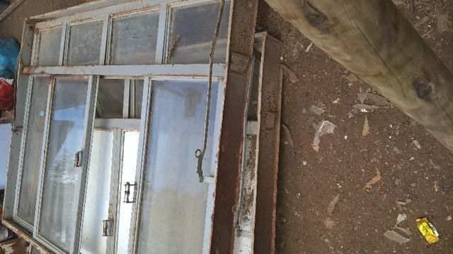 Vendo 5 janelas usadas feitas sob medida para comércio - Foto 3