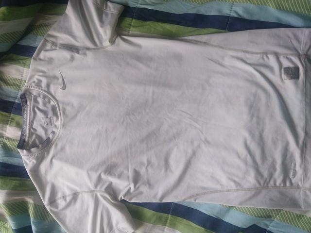 Camiseta térmica Nike - Roupas e calçados - Cajuru 87f11d2e43df0