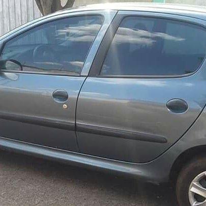 Vendo Peugeot 1.0precisar arrumar a chave de ceta - Foto 12