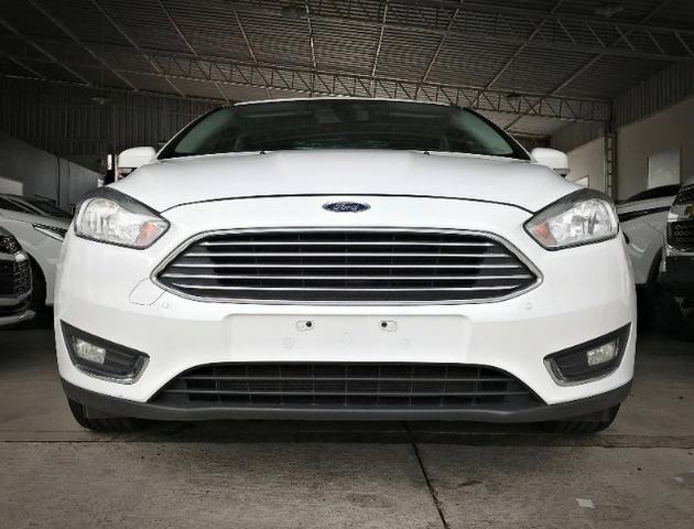 Ford Focus Titanium Fastback C/ Teto Solar 2.0. Branco 2016/2017