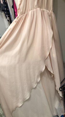 Vestido fluido longo com fenda  - Foto 6