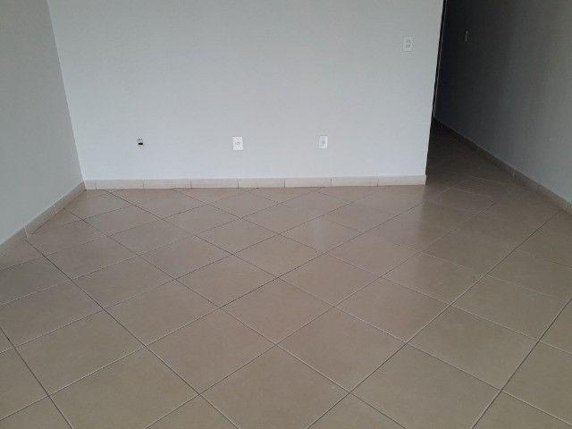 Aluga-se apartamento (tamanho casa). Condomínio incluso - Foto 2