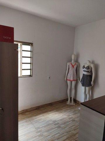 Vende-se alguns móveis de loja