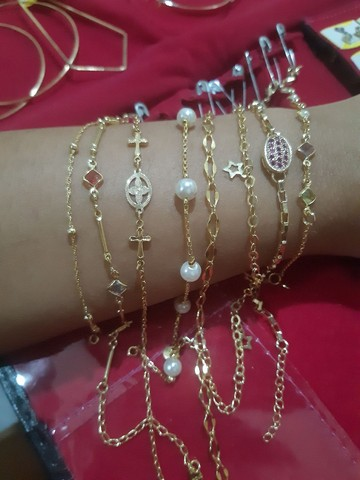 Vendo joias floreado a ouro