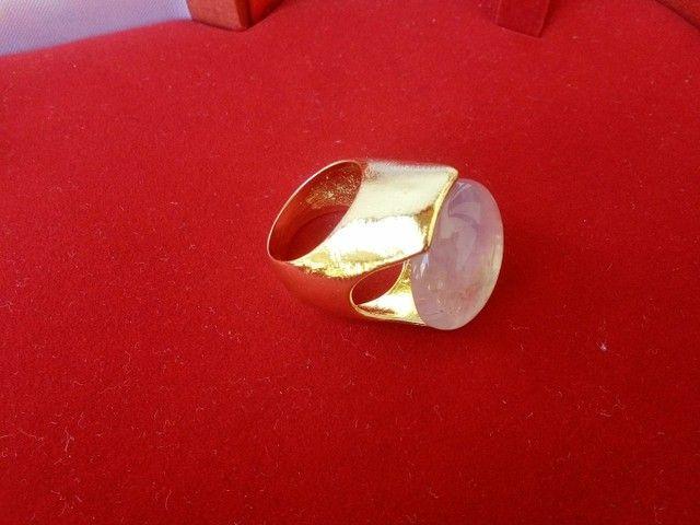 Anel folheado com ouro 24 k e gema Ametista.