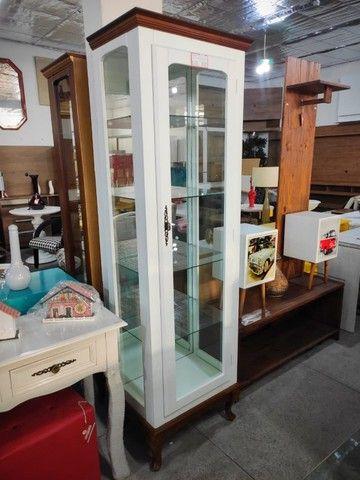 Cristaleira Decorativa 1 Porta com Espelho Pés Luis XV em Madeira