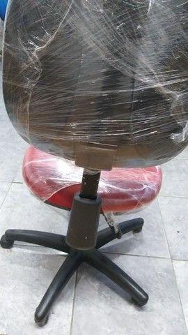 Cadeira giratória com hidráulica  - Foto 2