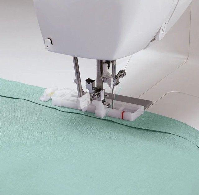 Máquina de costura Singer Starlet 6660  branca e verde 110V - Foto 2
