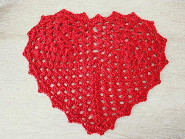 Mesa posta dia das mães/ Sousplat e descanso de copo coração em crochê - Foto 2