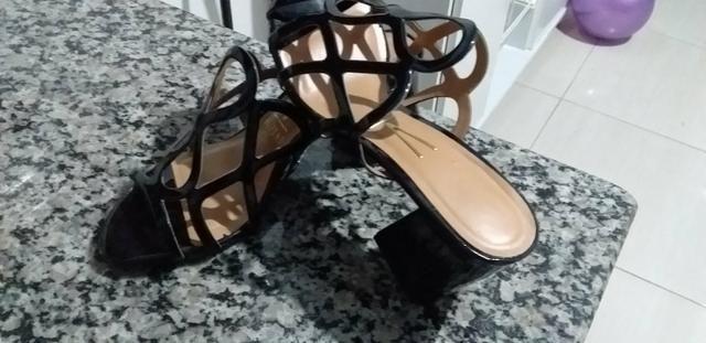 Sandália salto quadrado