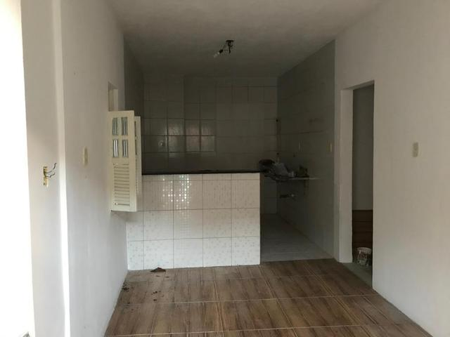 Alugo 2/4 e 1/4 casa Estrada da Rainha - Foto 2