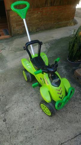 Motoca pedal infantil