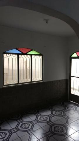 Alugo Casa 02 Q , Rua Maria Mello 215, 100m da Av Abilio Augusto Távora