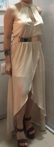 Vestido fluido longo com fenda