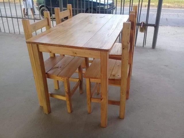 Jogo de mesa casa e comércio c/ 4 cadeiras, eucalipto. Envernizada, com garantia. Entrego.
