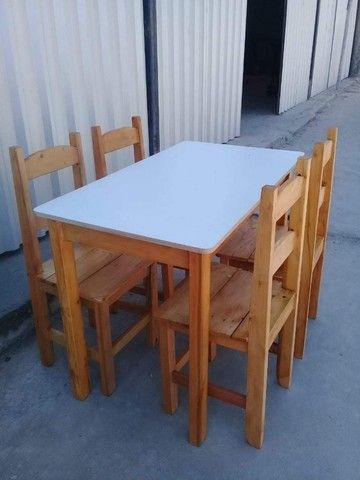 Jogo de mesa casa e comércio c/ 4 cadeiras, eucalipto. Envernizada, com garantia. Entrego. - Foto 3