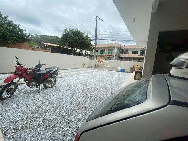 2 lindas casas no terreno bairro tabuleiro casa principal 3 dorm ampla sacada confira - Foto 18