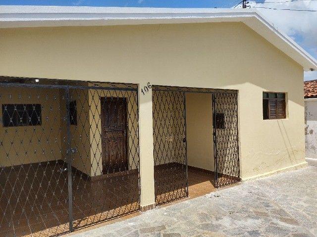 Alugo-casa em Mangabeira