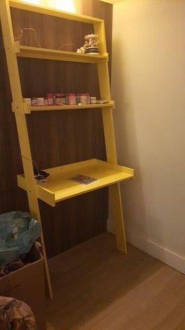 Escrivaninha escada amarela