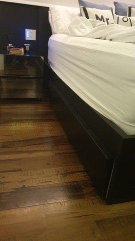 Cabeceira e base de cama, queen size, e móvel de cabeceira, da marca Líder  - Foto 2