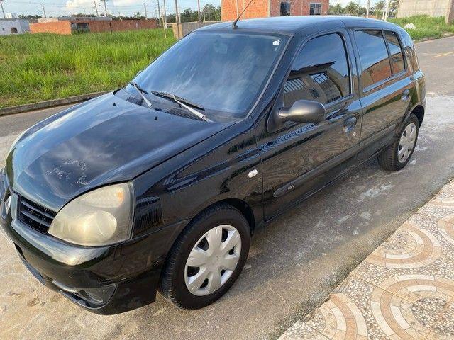 Renault Clio HATCH  1.0 16v.Flex 4p manual  Ano 2009 modelo 2010 Gasolina e álcool  preto  - Foto 4