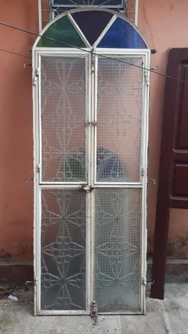 Vendo porta de ferro e janela - Foto 2