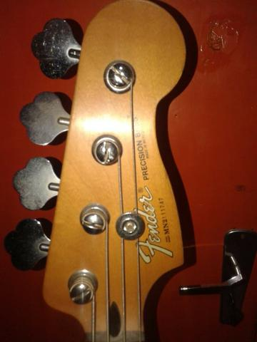 Contrabaixo Fender Precision mexicano