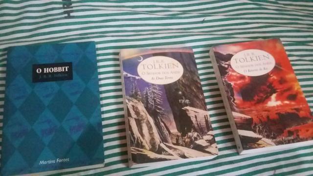 Livro senhor dos anéis 2 e 3 + o hobbit - Foto 2