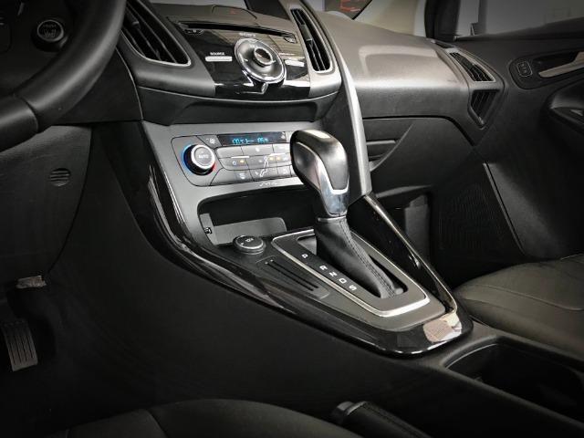 Ford Focus Titanium Fastback C/ Teto Solar 2.0. Branco 2016/2017 - Foto 10