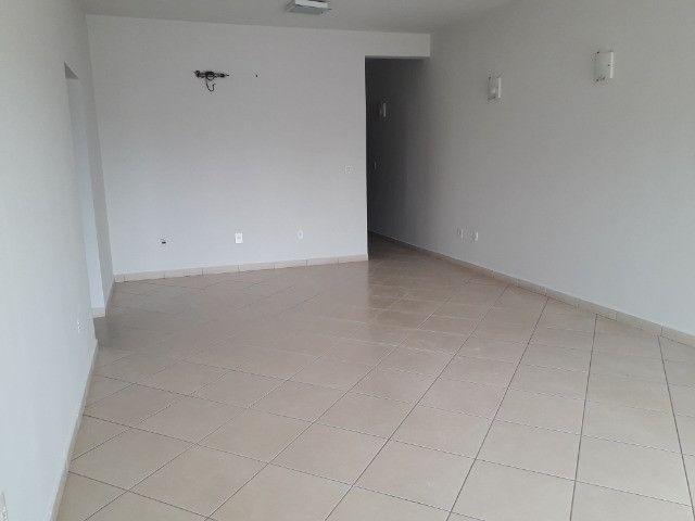 Aluga-se apartamento (tamanho casa). Condomínio incluso - Foto 4