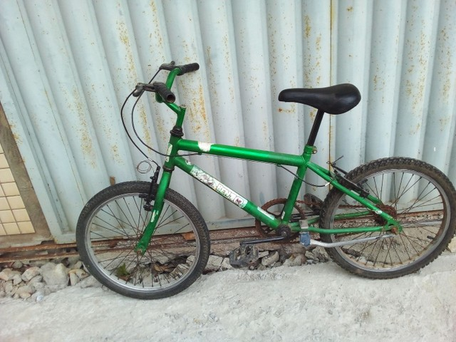 Bicicleta aro 20 semi  nova so  vendo
