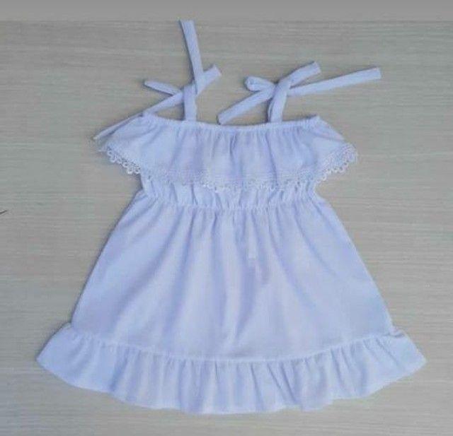 Vestido branco infantil.