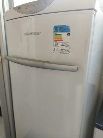 Vendo Mesa de Escritório, Freezer e Máquina de lavar roupas - Foto 3