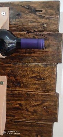 Porta vinho / tiras em couro - Foto 6