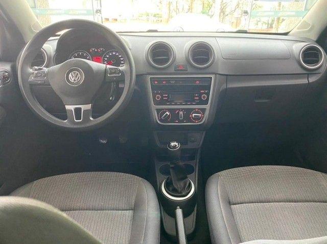 VW Novo Voyage ITrend 1.0 2014 - Foto 10