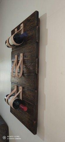 Porta vinho / tiras em couro - Foto 4