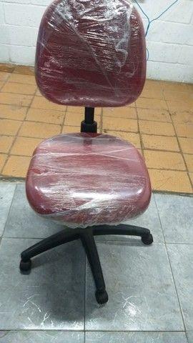 Cadeira giratória com hidráulica