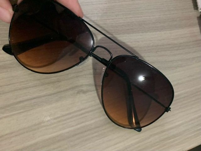 Óculos de sol modelo aviador