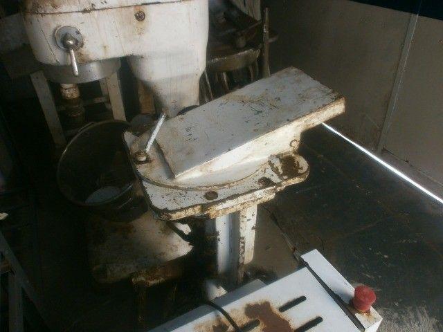 divisora de massa de coluna industrial - precisando de limpeza