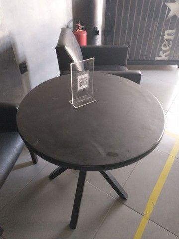 Mesa de madeira baixa