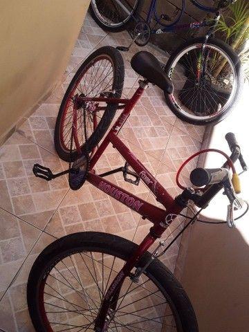 Uma bicicleta aro 26 ela está em bom estado